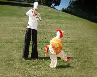 Stelzenkoch und Huhn